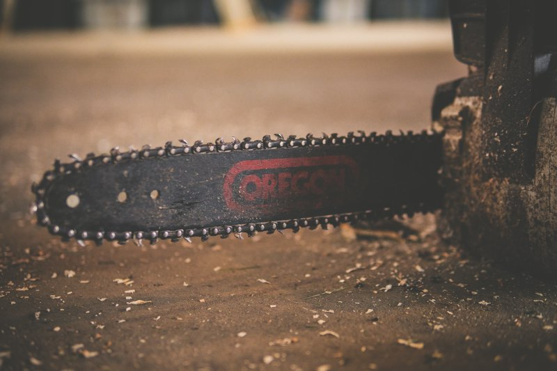 Picture of a chain saw.