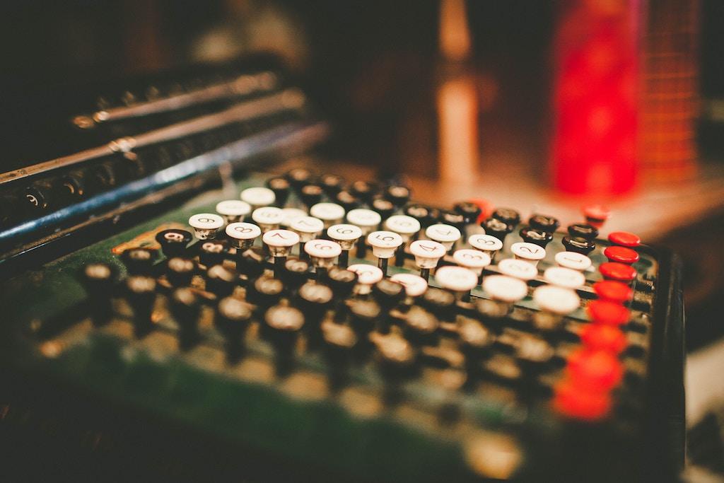 Bildet av et gammelt kassaapparat